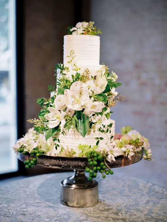 Greenery wedding cake idea