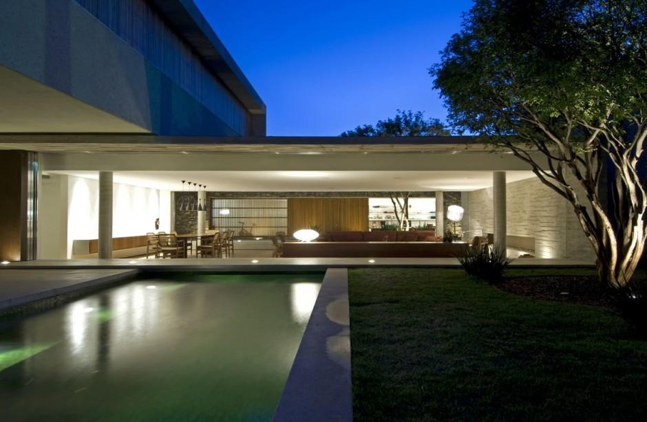 Moderna fachada de casa en Brasil  Fachadas de Casas