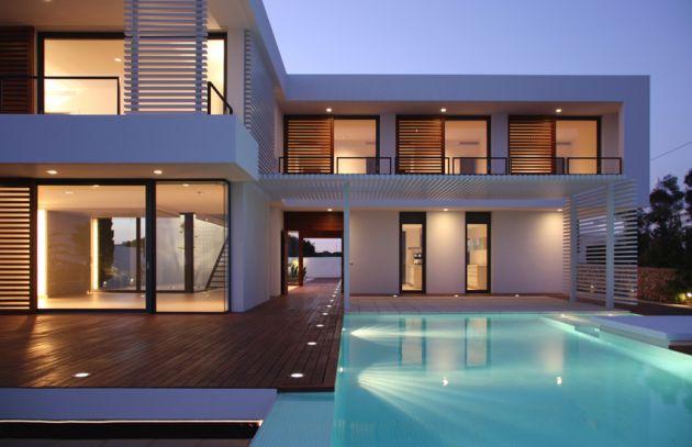 Fachada de casa minimalista con excelente iluminacin