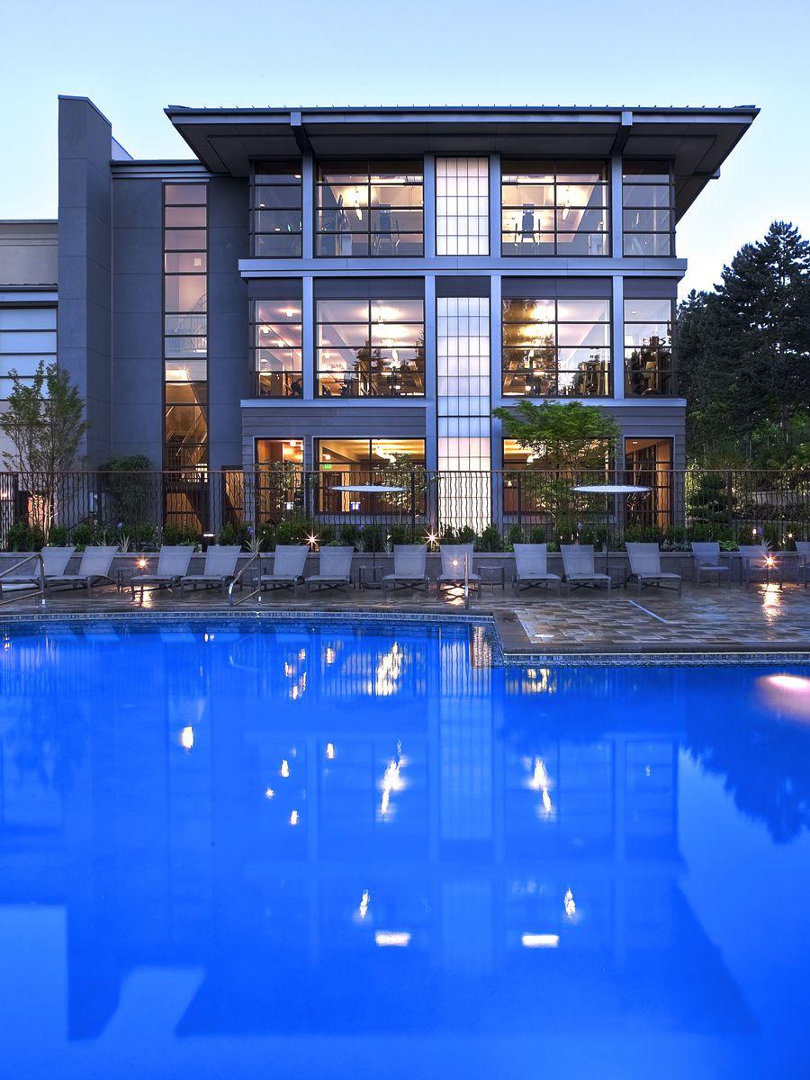 Fachada de edificio de apartamentos modernos  Fachadas de