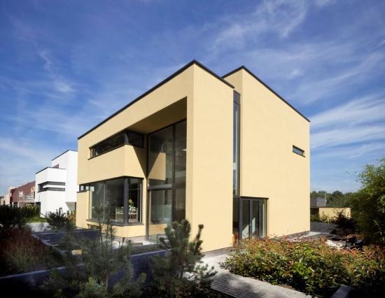 Diseo de una casa moderna con doble altura  Fachadas de