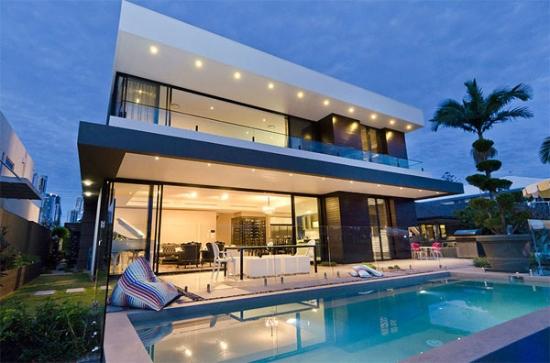 Imponente casa moderna frente al mar  Fachadas de Casas