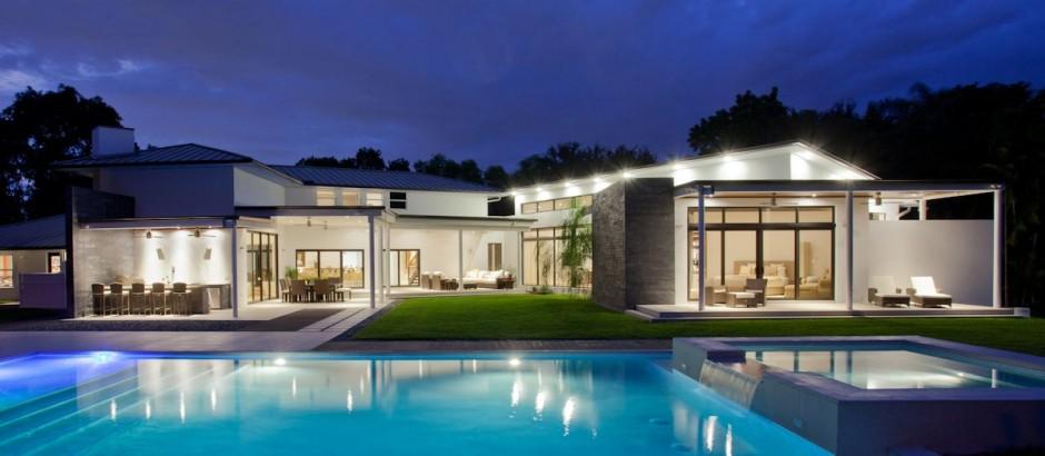 Imponente fachada de casa minimalista de una planta