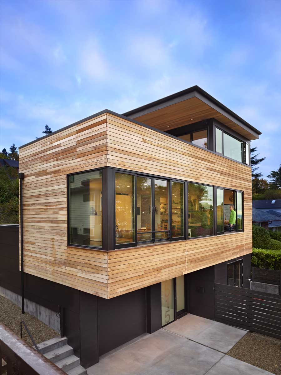 Hermosa casa moderna de tres plantas  Fachadas de Casas