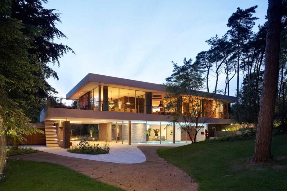 Casa moderna de una planta y media  Fachadas de Casas