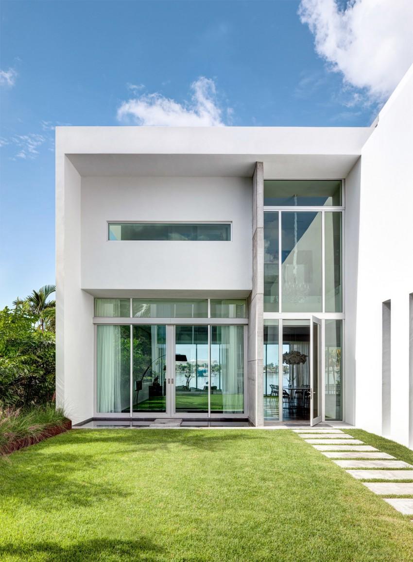 Fachada de casa minimalista y luminosa  Fachadas de Casas