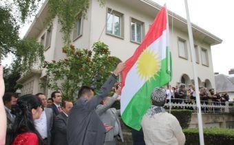 https://i0.wp.com/www.defence-point.gr/news/wp-content/uploads/2012/06/Kurdish_Flag_Brussels.jpg