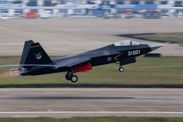 Shenyang_J-31_(F60)_Take_off