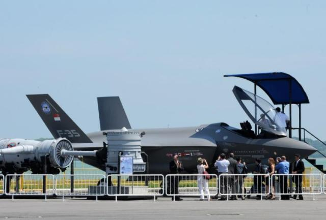 A replica of an F 35 Lightning-II with Singaporean fin flashes at the 2014 Singapore Air Show.