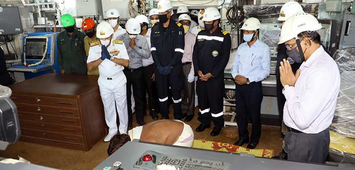 Photo: Indian Navy, CSL officials at the ceremony.