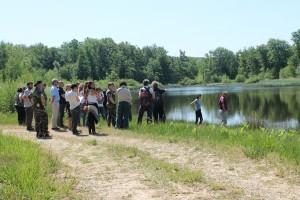 La délégation visite le camp