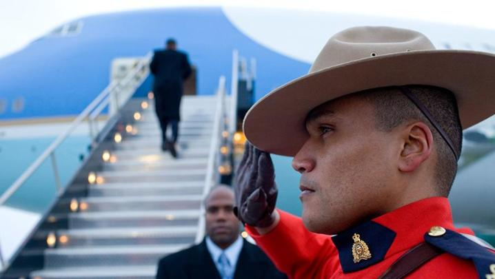 Barack Obama boards Air Force One in Ottawa