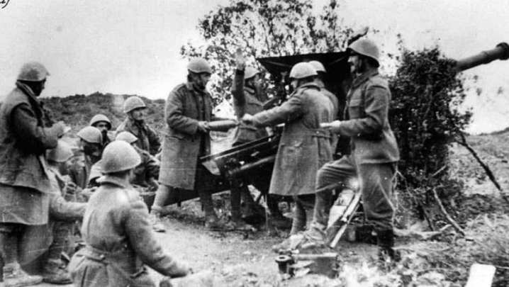 Greek artillery firing on Italian forces, ca. Nov. 1940. The Greek defeat of the Italian invasion prompted British help that backfired. General State Archives photo