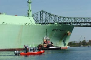 USCG escorts LNG ship Berge Everett