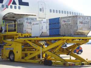 Unloading JAL 747 for air cargo screening
