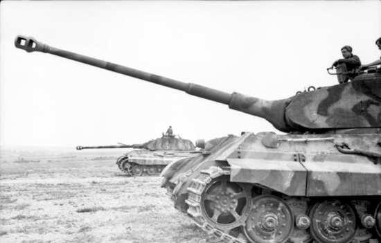 """Tiger II """"Konigstigers"""""""