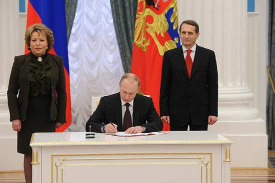 Putin signs law admitting Crimea and Sevastopol to the Russian Federation