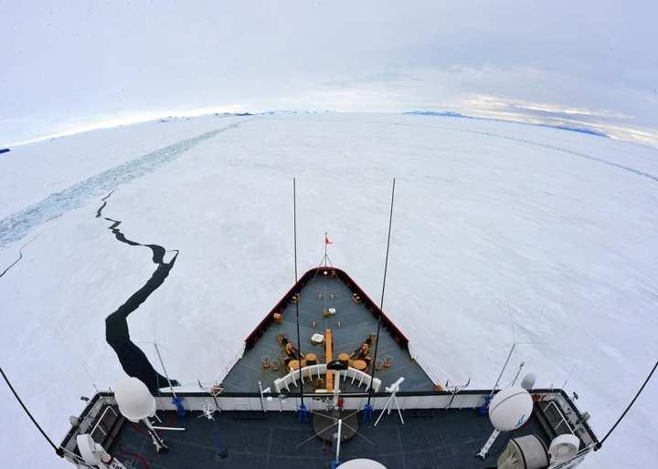 Polar Star icebreaker cuts channel