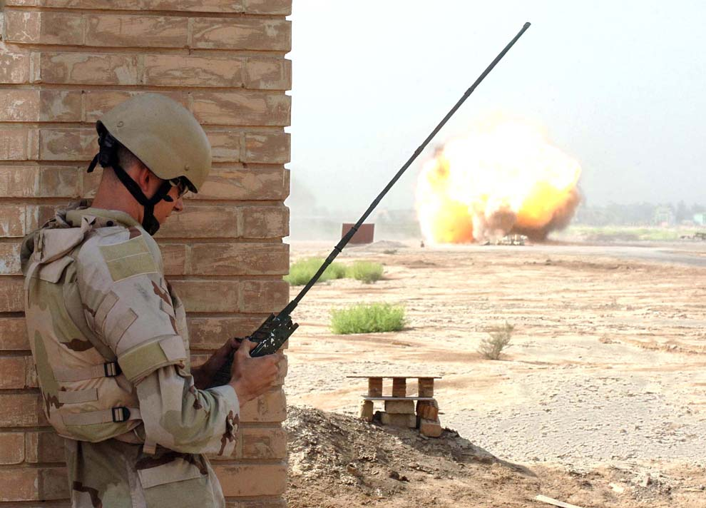 Hascall-Denke antenna being used in the field by an explosive ordnance disposal unit in Iraq. (U.S. Air Force photo/Staff Sgt. Bryan Bouchard. Image does not imply endorsement.)