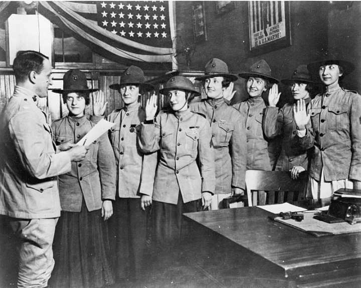 Marinettes women in the Marine Corps