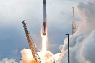 Falcon 9 rocket liftoff ISS web