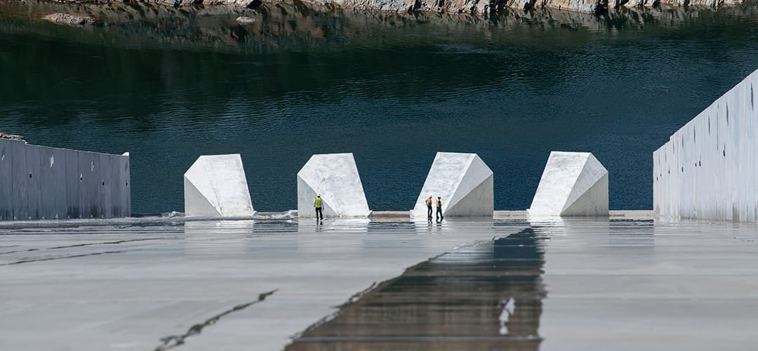Workers inspect Oroville Dam