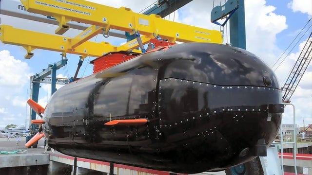 Navy Dry Combat Submersible (DCS)