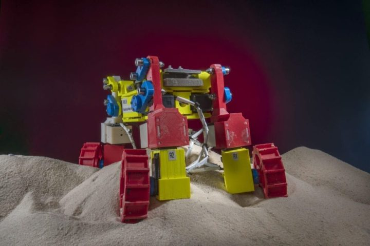Clever Robot Can Get Out of Sand Traps
