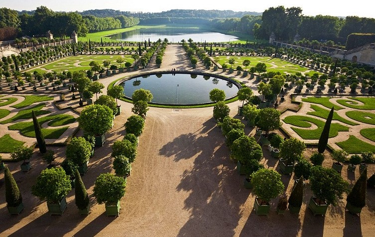 The French Formal Garden DEFINING FRANCE