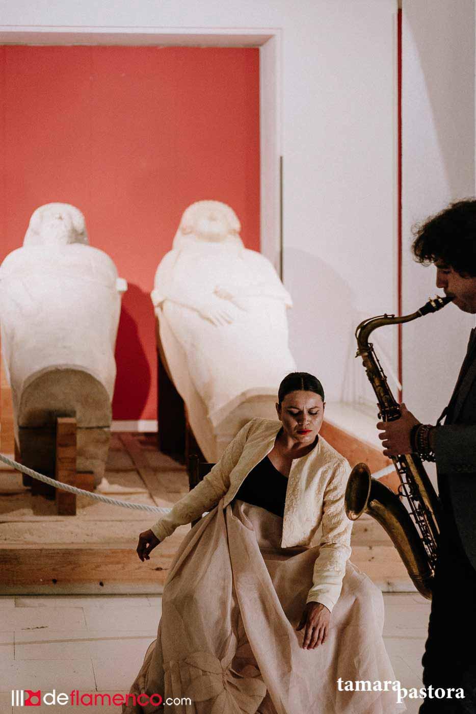 María Moreno & Diego Villegas - Sarcófagos fenicios Cádiz