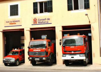 Tres persones afectades per inhalació de fum en un incendi a la Colònia de Sant Jordi