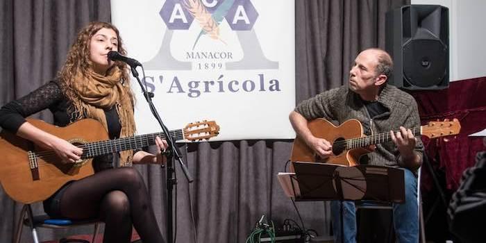 Marta Elka i Toni Pastor posen música a la poesia de Maria Antònia Salvà, J. P. Giné, M.A. Riera i G. d'Efak