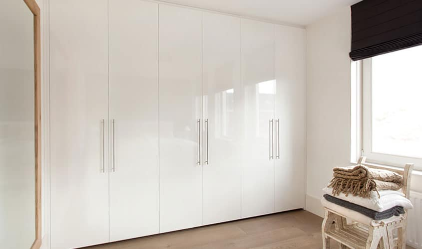 De Graaf Vlaardingen - Draaideurkast op maat, hoogglas wit