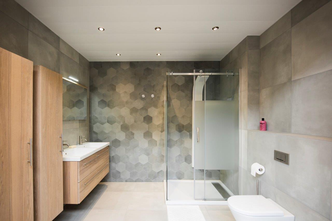 Aluminium plafond voor uw badkamer de graaf bv