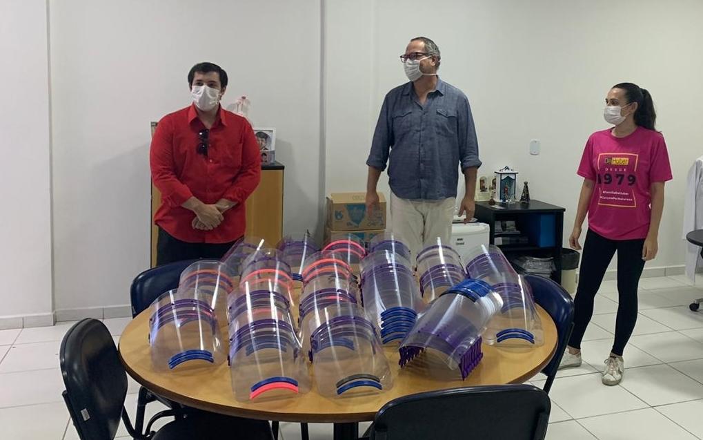 De Huber doa 100 máscaras-escudo para profissionais de saúde em auxílio ao combate do coronavírus