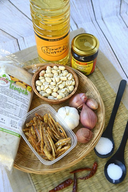 ingrediënten sambal goreng teri tempéh