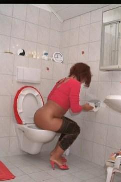 rote-toilette-6