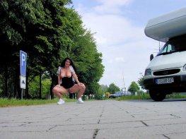 versaut-auf-dem-parkplatz-32