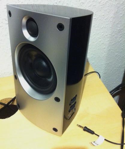 Aktivlautsprecher mit Kopfhöreranschluss und Regler für Lautstärke und Tonfarbe