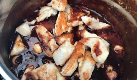 fertige Hähnchenbrust kurz in der Teriyaki Soße marinieren lassen