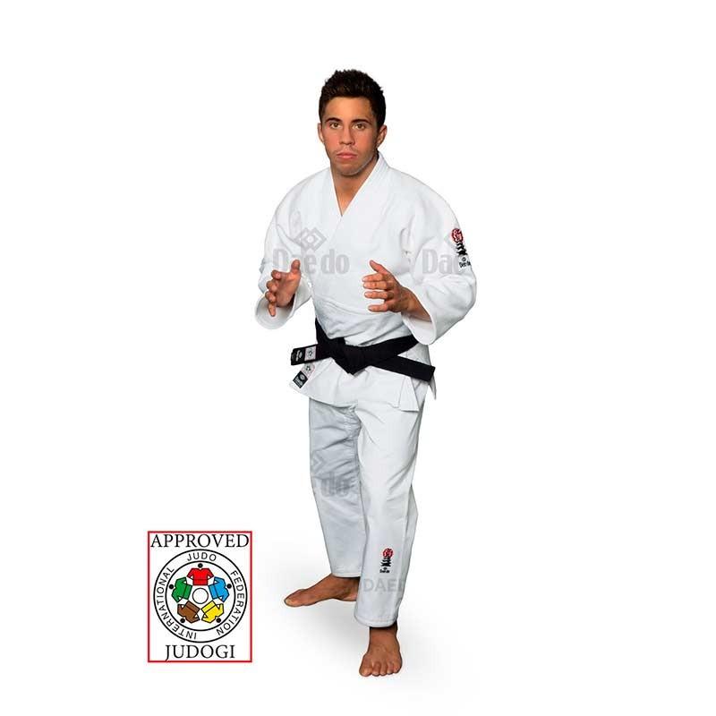 Fran Garrigos con Judogi Daedo