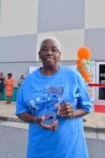 Cedar Grove Elementary grandparent holds award