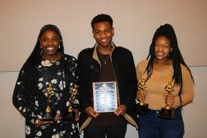 3 DSA students hold awards