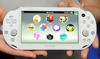 Unboxing y comparación entre la nueva PS Vita PCH-2000 y la original