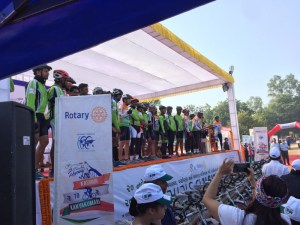 cyclists-on-podium