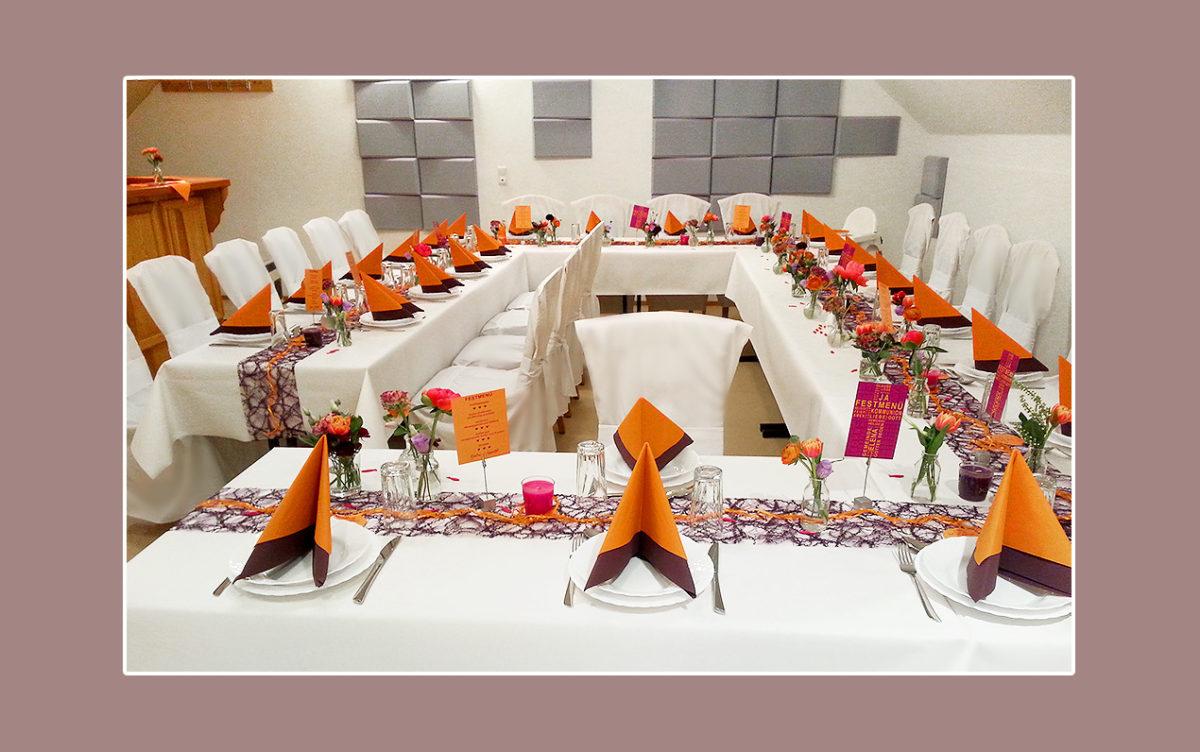 Orangelila Tischdeko zur Hochzeit