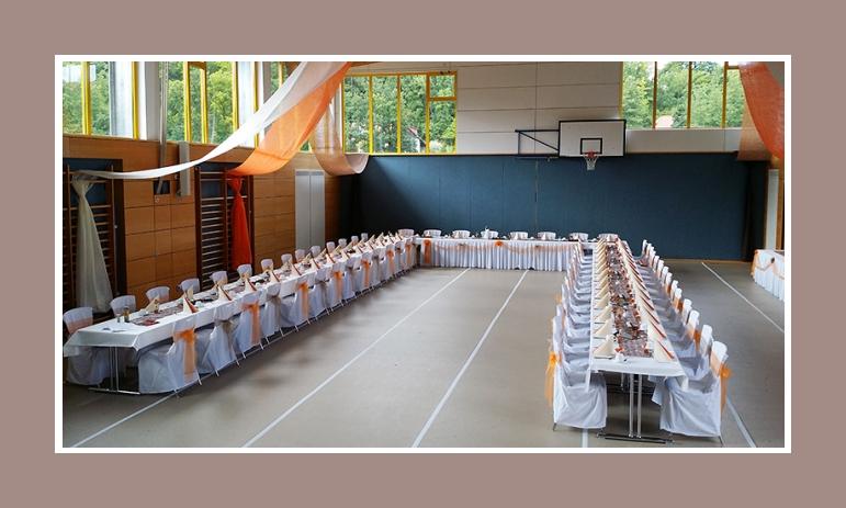 Farbenfrohe Hochzeit in der Sporthalle von Nicole  Pascal