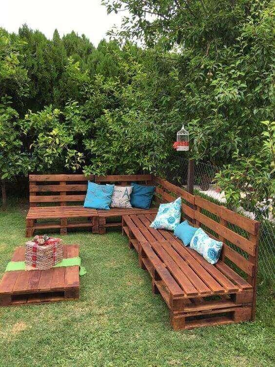 Paletten bahçeye sedir