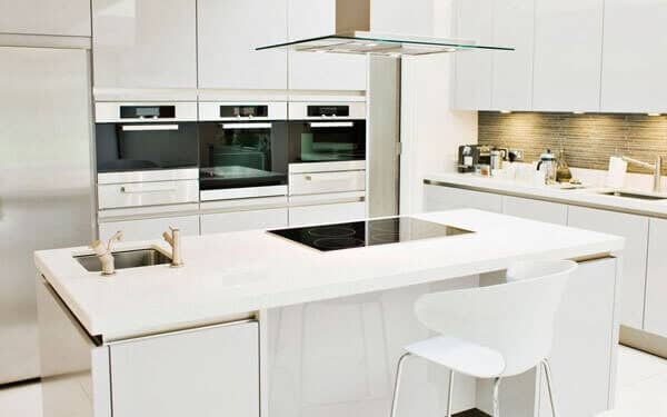 Beyaz lake mutfak dolabı temizliği nasıl yapılır