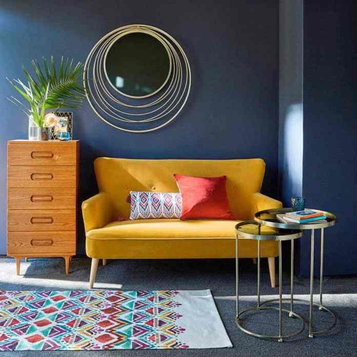 Hardal rengi koltuk için duvar boyası rengi